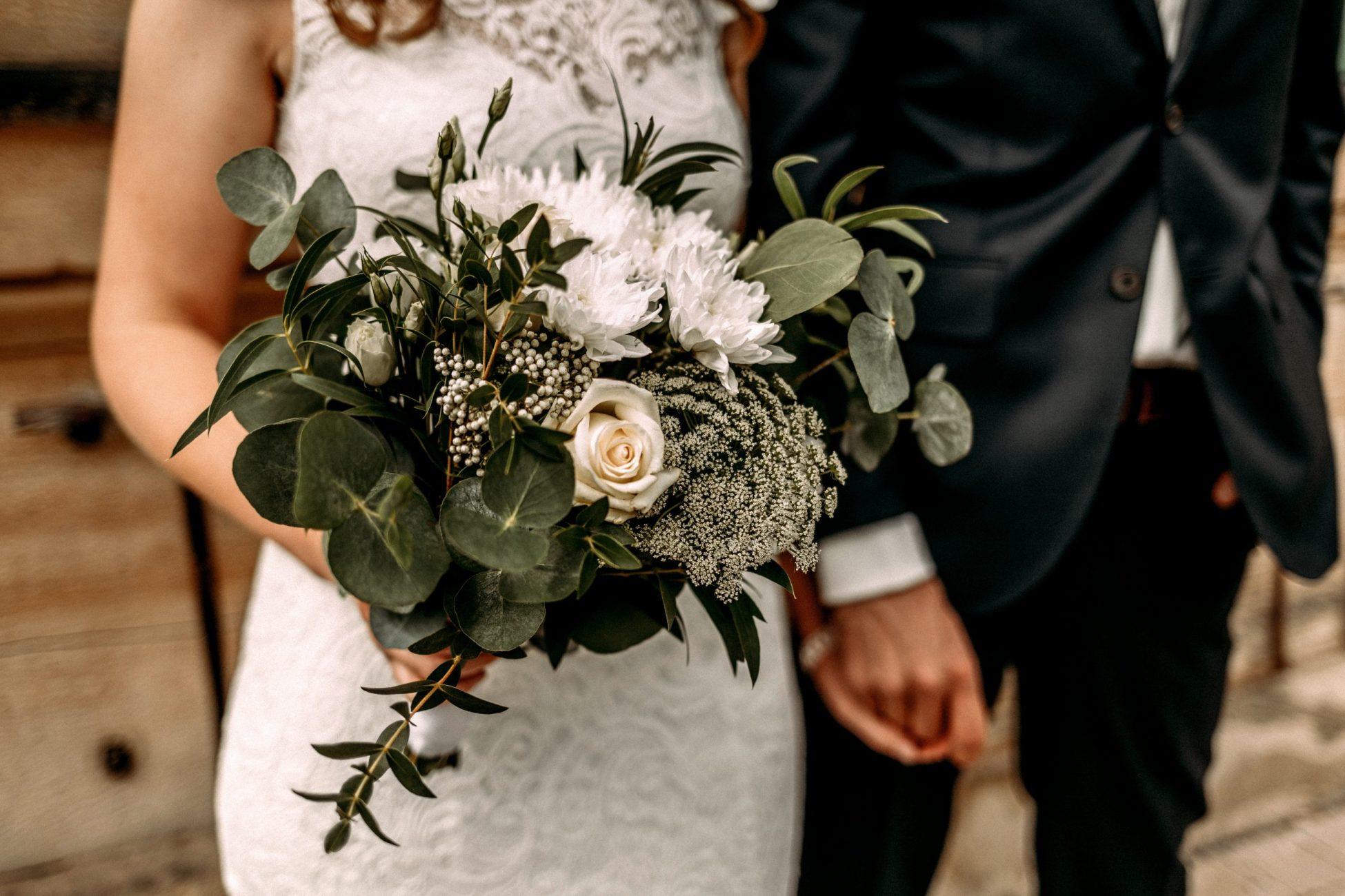 Minimalistische Greenery Wedding im Bootshaus Bamberg in Zusammenarbeit mit Wedding Planerin Bube Dame Görtz